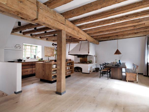 Eine Küche in Kopenhagen von Garde Hvalsøe mit Holz von Dinesen.