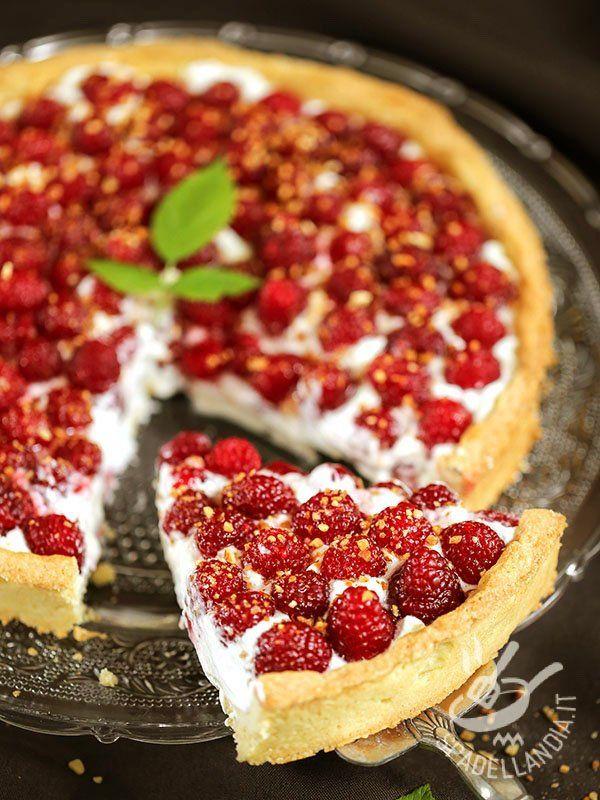 Con la Crostata di yogurt e lamponi senza burro senza uova (Vegan) portate in tavola la bontà unita alla freschezza e alla leggerezza degli ingredienti.