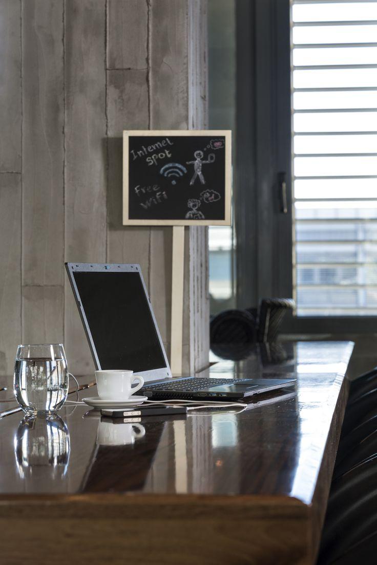 """Για όλους εσάς που σας αρέσει να δουλεύετε εκτός γραφείου σε ένα περιβάλλον φιλικό και με όλες τις ανέσεις, το The Upper House προσφέρει WiFi hotspot με μεγάλες ταχύτητες. Πείτε τον καφέ σας ενώ είσαστε """"συνδεδεμένος"""". #TheUpperHouse #UpperHouseAthens #CityLink #Athens #Restaurant #AthensRestaurant #Cafe #AthensCafe #CoffeeHouse #Coffee #CoffeeInAthens #AthensCoffee #AthensCoffeeHouse #AthensBar #BarInAthens #chairs #table #Laptop #WiFi #Internet"""