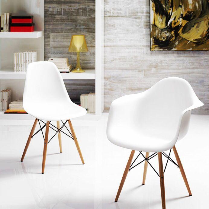 Spisebord stoler, modell TEBE. Stoler i originalt design i hvit plastikk av høy kvalitet ABS og stolben i tre med endestykker i metall. http://www.tremøbler.com/katalog/stoler/artikkelen/33571/Design+stoler%3A+Modell+TEBE #stol #design #interiormirame #interiør #interior