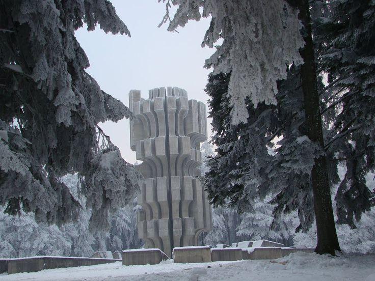 Kozara #momument by Dušan Džamonja / www.spomeniky.com/kozara / #balkan #spomenik #brutalist #utopian #concrete #brutalism #architecture #kozara