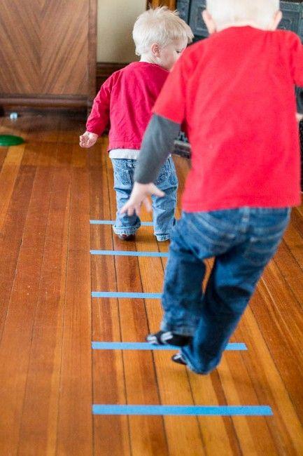 6 activités physiques amusantes pour les enfants à faire avec du ruban adhésif