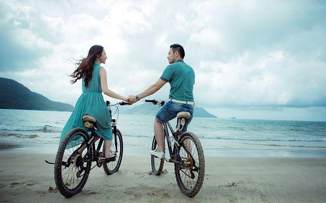 Die #Verliebtheit kannst du erkennen wenn er nicht genug von dir bekommt: http://www.beziehungsratgeber.net/kennenlernen/verliebtheit-erkennen-20-anzeichen-dass-er-verliebt-ist/