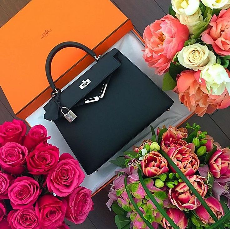 Beautiful black Hermes Kelly Sellier