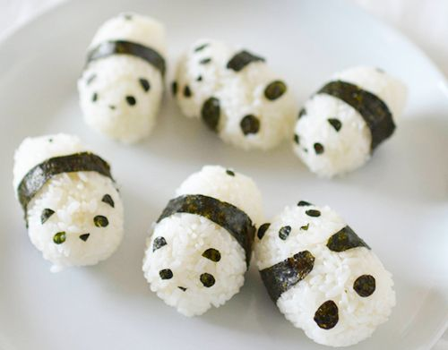 Rice pandas, the black is seaweed I saw these on a sushi board and they are too cute!                                                                                                                                                      Mais