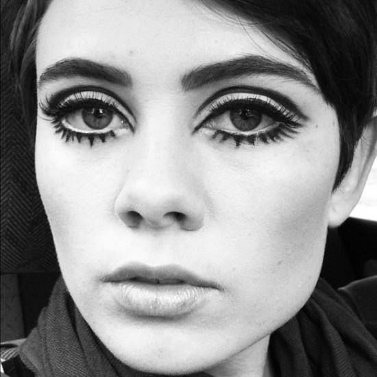 1960s make up inspired  by twiggy strong black lashes . White eyeshadow base and graphic cut crease black liner