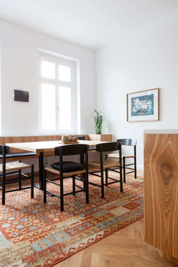Selbst ist der Architekt: Die Möbel seiner Berliner Wohnung hat Fabian von Ferrari selbst entworfen. Der Küche schenkt der Architekt einen ganz besonderen Auftritt.