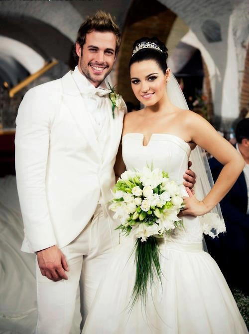 William Levy and Maite Perroni on the set of Triunfo del amor