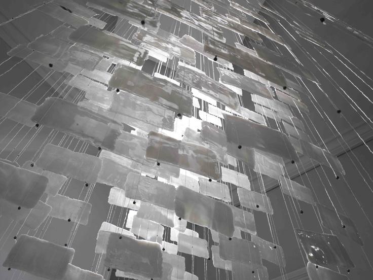INSTALLATION 'FORMWALL', 2011/12, 'LAG MELLEM LYS OG SKYGGE'. WHITE LINE, HIGHFIRED PORCELAIN SHEETS , BRONZE AND SILVER, H 120 X W 120CM X L 120CM. OFFICINET 2011/12. FOTO: MIKKEL RAHR MORTENSE
