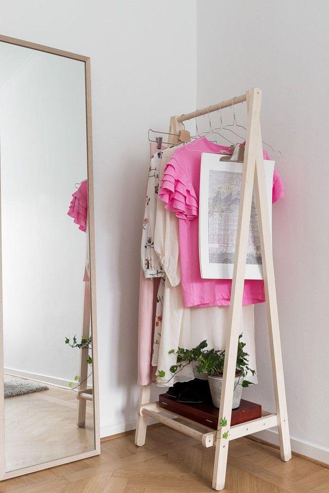 Plats för klädstång, skrivbord eller byrå