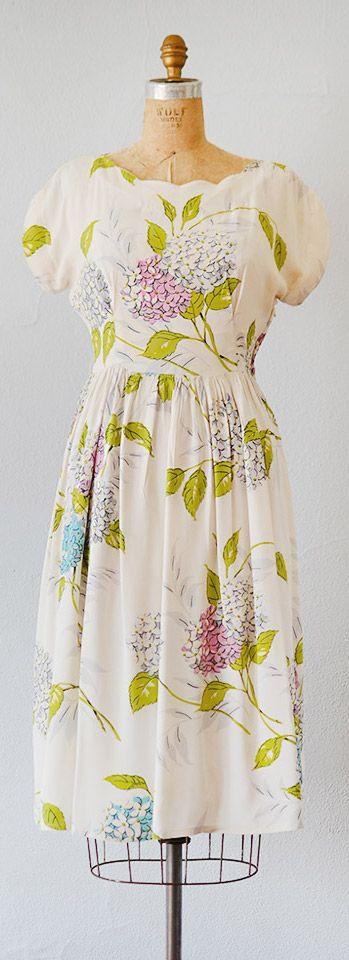 vintage 1940s dress   40s vintage dress   vintage 1940s silk crepe hydrangea print dress