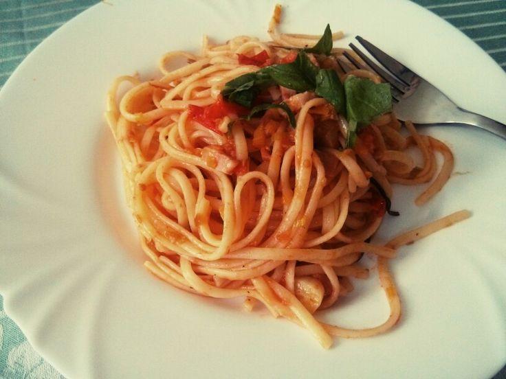 Špagety carbonara (easy/30min) se hodí na rozehnání kocoviny. Doporučuju s nějakýma pálivějšíma papričkama.
