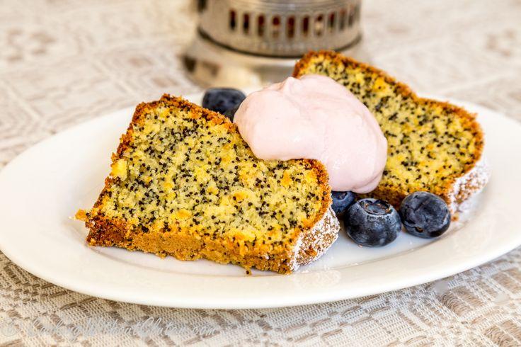 Апельсиновые кексы/торты, испеченные на миндальной муке, очень популярны средивыпечки без глютена и без муки из зерна. Они имеют интенсивный вкус апельсина с горчинкой, и необыкновенно нежную и мя...