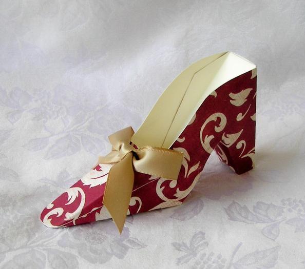 paper shoe favors! I am soooo making these!!