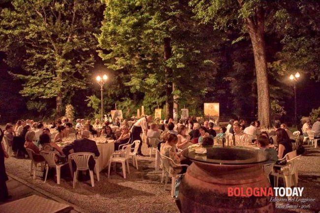 """Bologna - il giorno 05/07/2016 è uscita la notizia: """"Ciak...si birra"""": serata al luppolo nel giardino incantato di Villa Benni. Entra per saperne di più."""