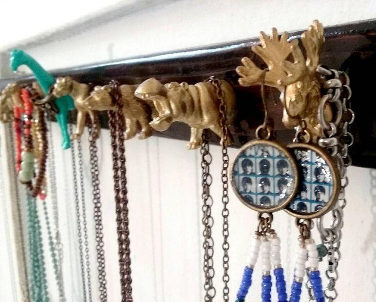 Sieraden Rack, sieraden hanger met dierlijke haken, sleutel rek, sleutelhaak, muur opknoping organisator door MidCityMod op Etsy https://www.etsy.com/nl/listing/255746474/sieraden-rack-sieraden-hanger-met