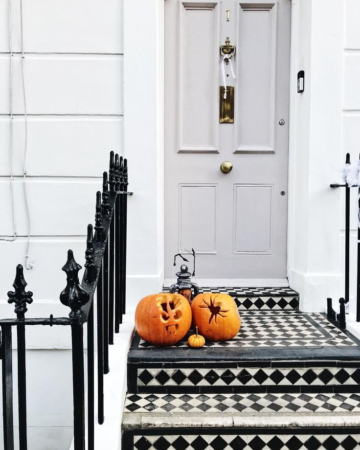 Halloween pumpkins are always made better by a black and white tiled doorstep! Bonus points if you can figure out what the left-most pumpkin is meant to be (I have no idea myself and I say that as a dedicated pumpkin carver who once ensured that my jack-o-lantern had little braces on its teeth to match my own). I cant believe tomorrow is November. I have some big goals for the next two months: fitness writing prioritizing some long-term planning. I spent last year feeling adrift and Im…