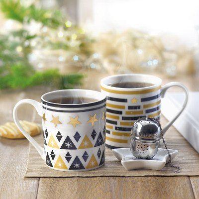 Set cadou de cana, farfurie si infuzor ceai. Set #cadou #promotional de cana, farfurie si infuzor ceai. Setul pentru ceai include o cana cu toarta si o mini-farfurie, realizate din ceramica si decorate cu motive delicate specifice iernii, si un #infuzor metalic. Setul este ambalat intr-o cutie din carton cu capac transparent din PVC si snur din sfoara, cu eticheta. Setul cadou pentru ceai va fi un cadou placut pentru angajati si clienti in campania pregatita inainte sarbatorilor de iarna.