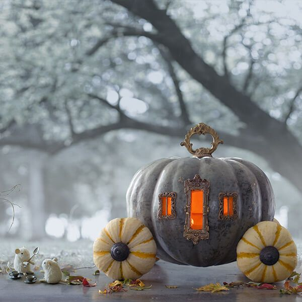 HALLOWEEN DECOR : Creative Pumpkin-Carving Ideas: Cinderella's Pumpkin Carriage (Source : http://ideas.hallmark.com/articles/halloween-ideas/pumpkin-carving-ideas/)