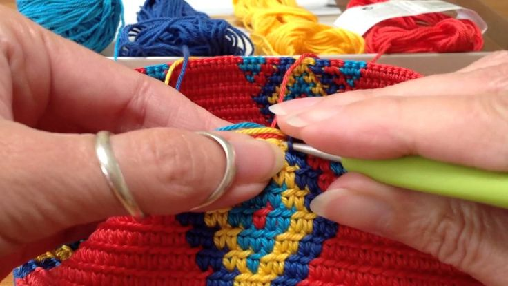 Mochila, how to prevent the yarns from tangling / hoe hou je de draden u...
