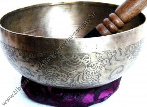 Tibeti hangtál 7 fémből mantrás 1045 gramm 20.5cm átmérő 9cm magas