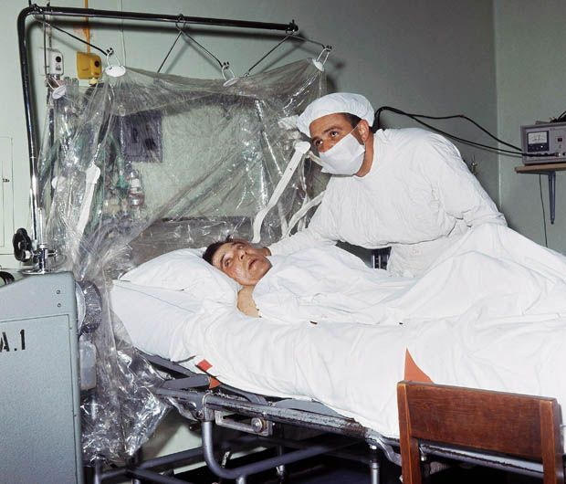 DEC. 3, 1967:  The first successful human heart transplant was performed by Dr  Christiaan Barnard in Capetown, South Africa.  image:  Today in photo history – 1967: First human heart transplant performed