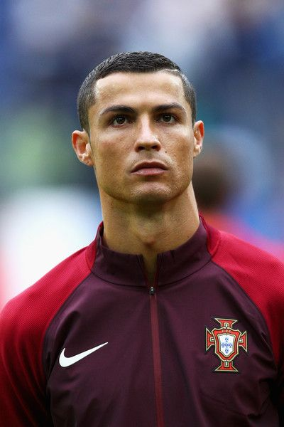 Cristiano Ronaldo Photos Photos - Cristiano Ronaldo of Portugal lines up prior to the FIFA Confederations Cup Russia 2017 Group A match between New Zealand and Portugal at Saint Petersburg Stadium on June 24, 2017 in Saint Petersburg, Russia. - New Zealand v Portugal: Group A - FIFA Confederations Cup Russia 2017