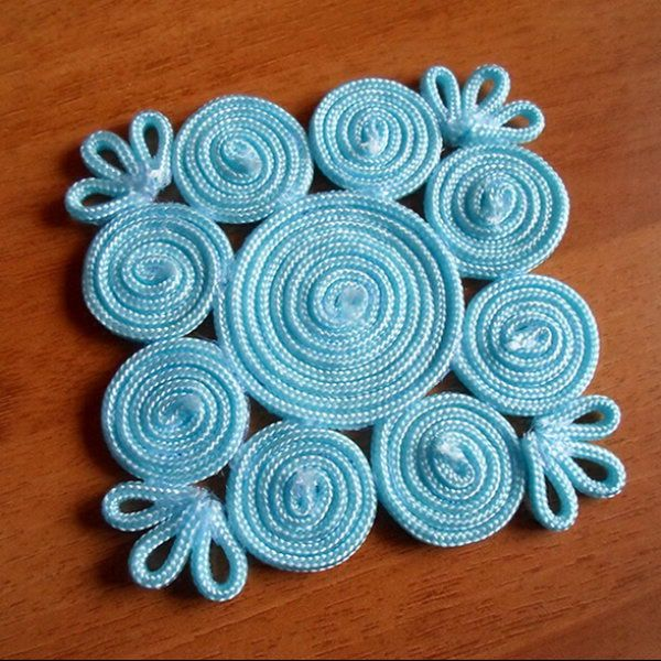 Coaster made with paracord http://www.bjcraftsupplies.com/generalCrafts/paracord.asp.