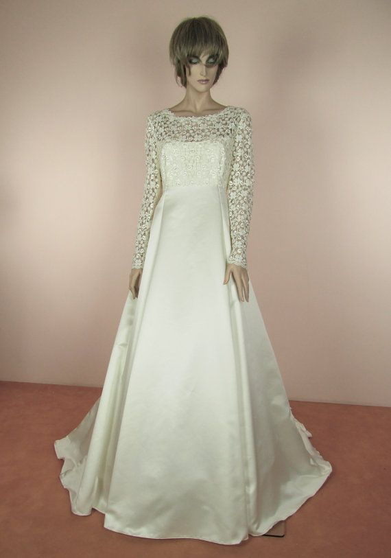 70 S Vintage Wedding Dress Ivory Bridal Gown From The 1970 S Macrame Lace Dress A Line Skirt Long Sleeves Dress Made In Italy