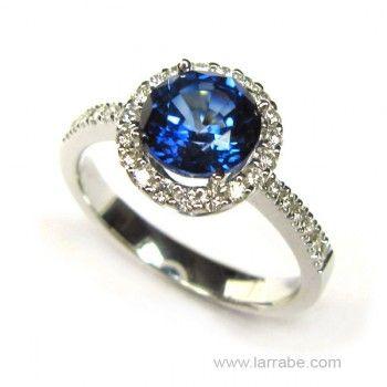 Sortija oro blanco, diamantes y zafiro de joyería Larrabe.  #Sortija #anillo #joyas #joyería