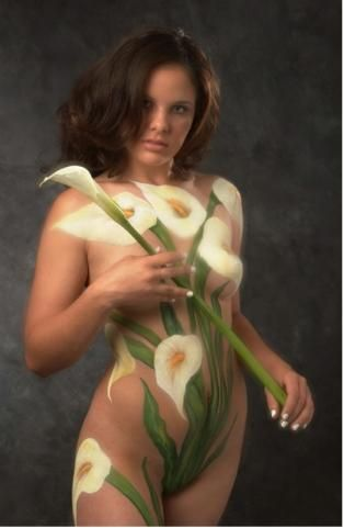 Women body illusion Naked paint optical
