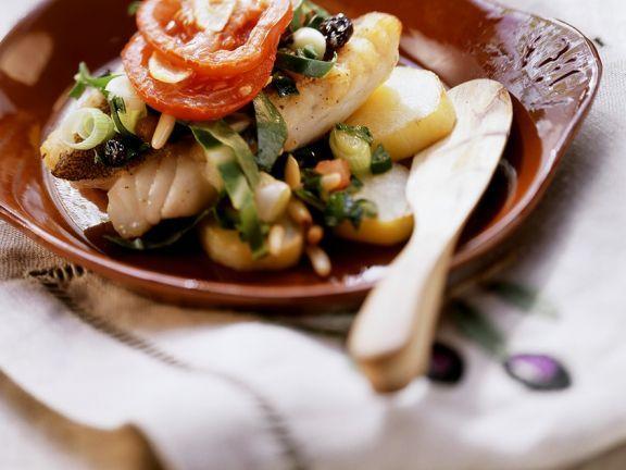 Zackenbarsch mit Gemüse im Ofen gebacken ist ein Rezept mit frischen Zutaten aus der Kategorie Blattgemüse. Probieren Sie dieses und weitere Rezepte von EAT SMARTER!