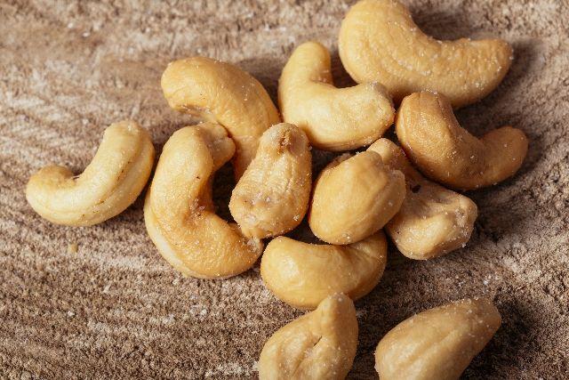 カシューナッツはお菓子だけでなく、 中華料理など幅広く料理に使われていますね。 もちろんそのまま食べてもおいし…