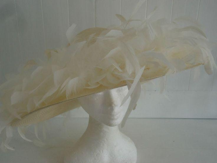 WOMANS MANSFIELD CREAM HAT STRAW FEATHER WIDE BRIM FORMAL WEDDING RACES