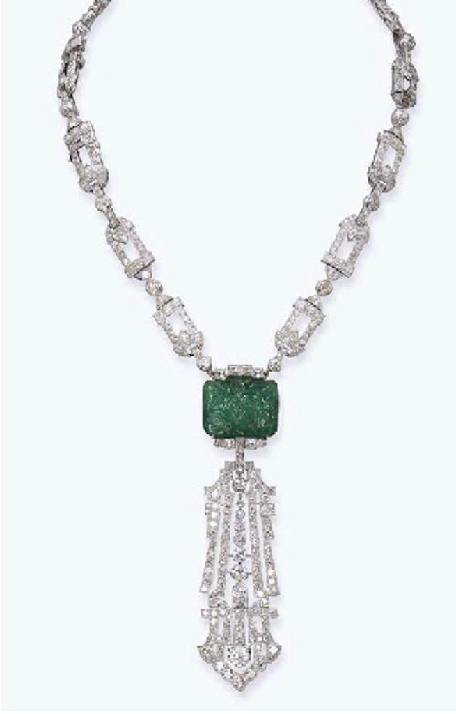 AN ART DECO EMERALD AND DIAMOND NECKLACE, BY RAYMO…