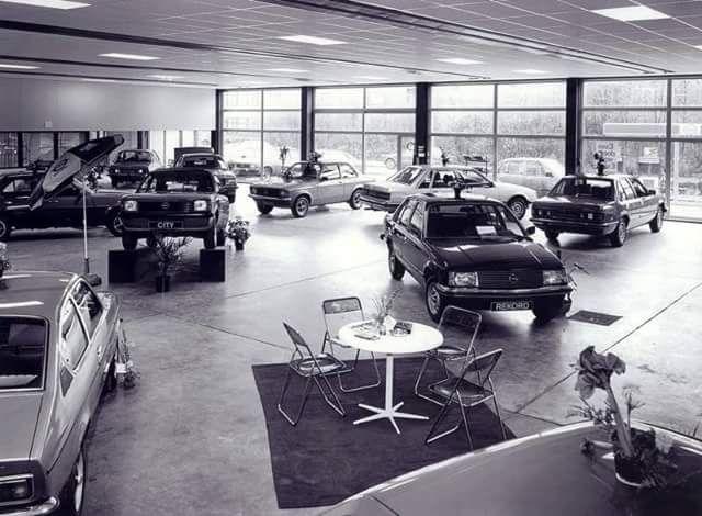 28 best old car plants and garages images on pinterest garage garage house and garages. Black Bedroom Furniture Sets. Home Design Ideas