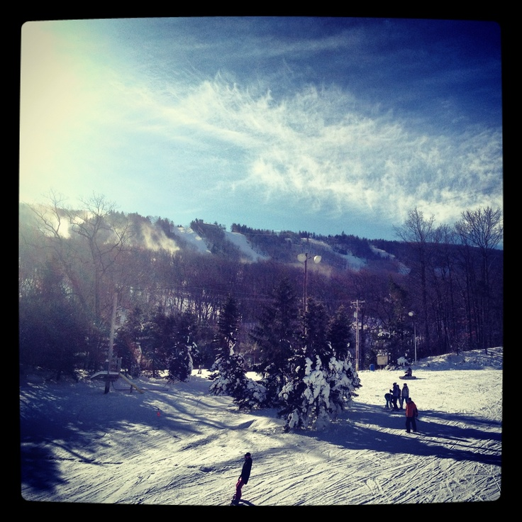 Sunny day for Poconos Skiing at Camelback Mountain! #PoconoMtns
