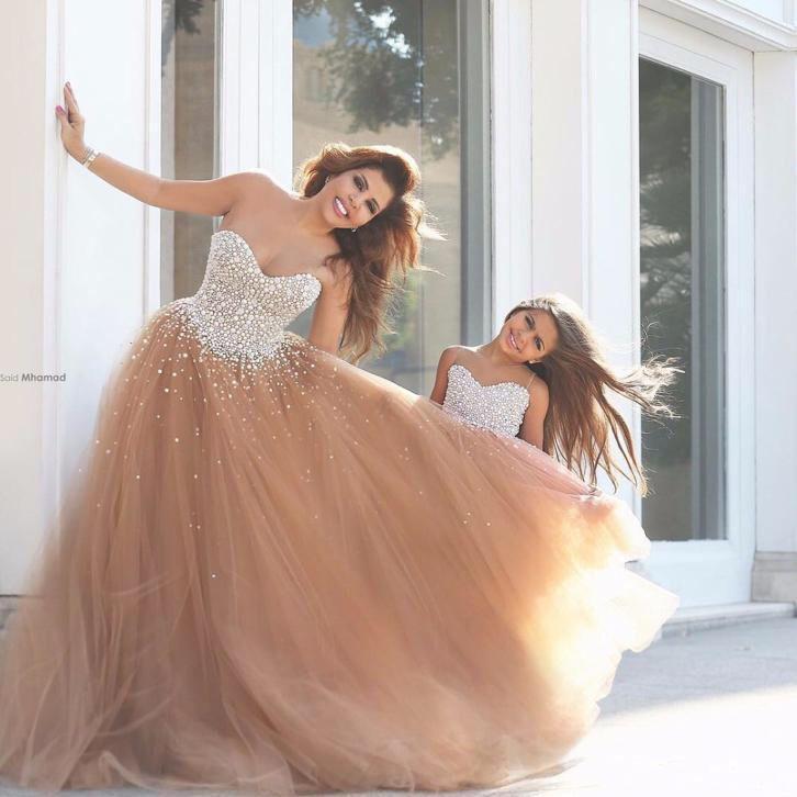 Fantastische moeder en dochter trouwjurk van tule en bling