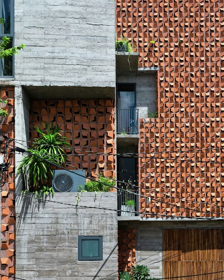 Gallery - Chi House / G+ Architects | Urban House | Courtyard House | Brick Material | Wood Brise Soleil | Concrete Structure | Facade |