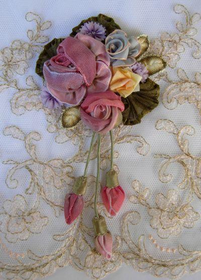 the Boue soeurs roses brooch detail Paris/New York 1920s. Lovely dangle.