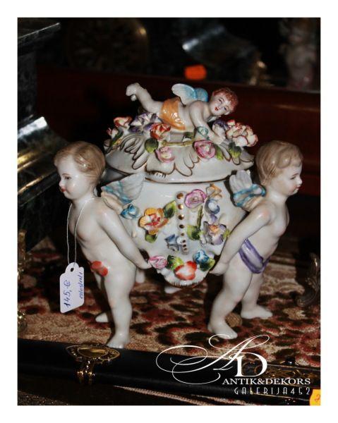 145.00 EUR Фарфоровая ваза с ангелами
