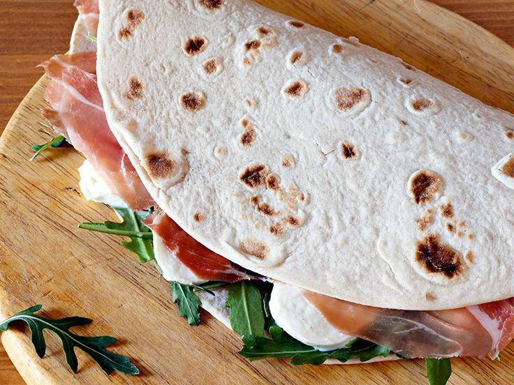 Prepara ottime piadine senza glutine con il Mix per Pane Nutrifree seguendo questa ricetta realizzata da Spunti e Spuntini Senza Glutine per NutriChef.