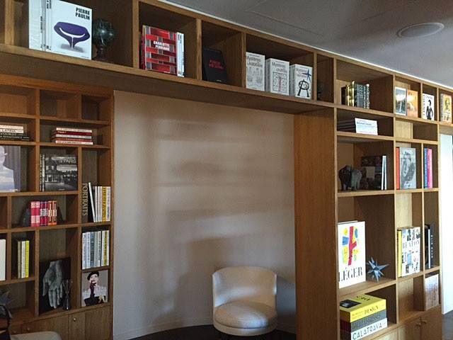 La bibliothèque dans le lobby, à la disposition de nos clients