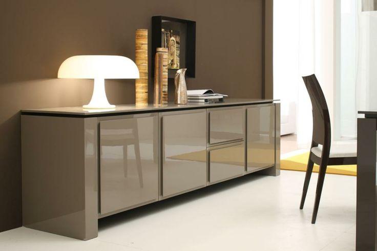 Decorar aparador para un interior moderno y elegante. Diferentes ideas de decoración con adornos, espejos y cuadros para el interior.