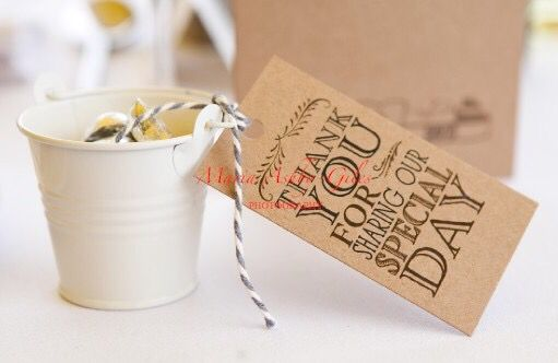 Cute vintage favour pails / buckets. Our gorgeous rustic tags look great and can be personalised to double up as place names. Great for vintage and rustic style weddings!
