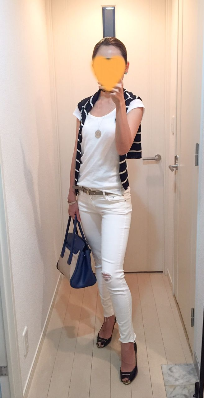 Tee: Sisley, Cardigan: United Arrows, Skinny: Mother, Bag: PRADA, Pumps: Pellico