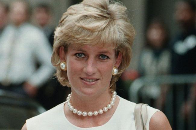top-mania.com  Elle est morte en 1997 à l'âge de 36 ans dans un accident de voiture sous la place de l'Alma à Paris.