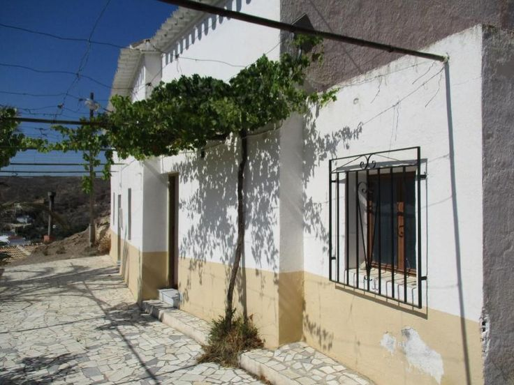 Beautiful cortijo (201m²) in a very good condition width 4/5 bedrooms. € 95000