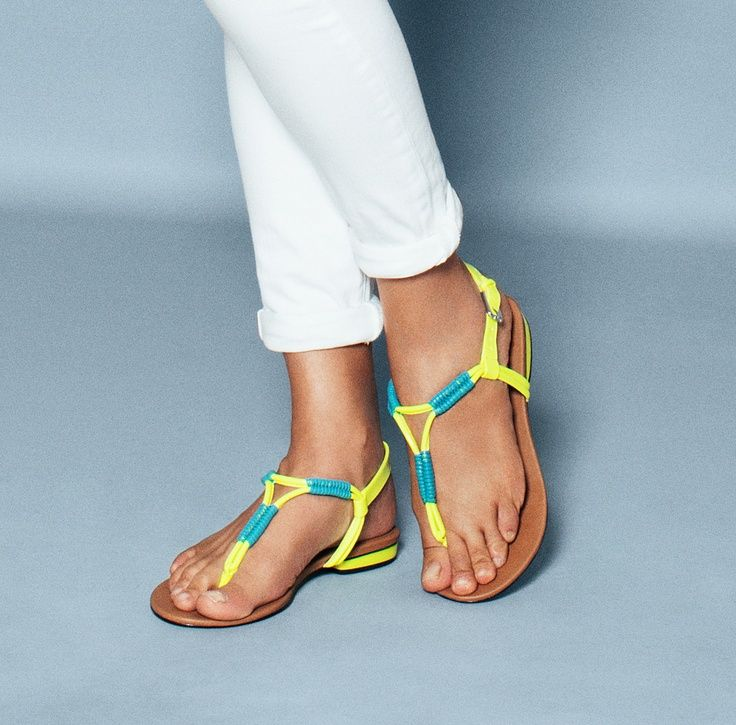 Hejsa neon yellow sandals, even though id rather be barefoot :D