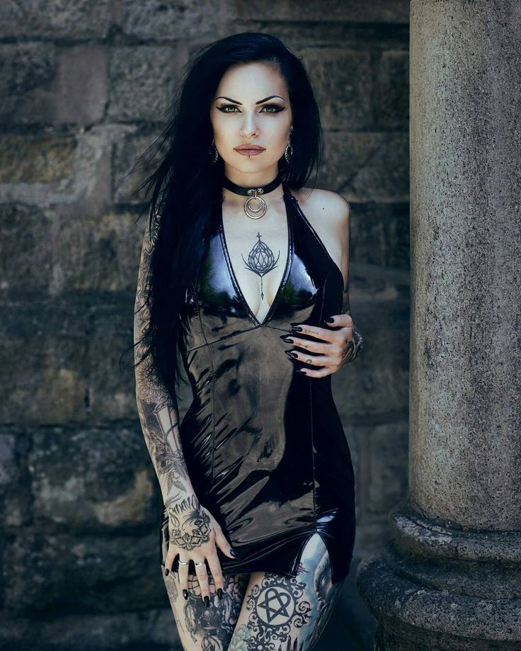 913 Likes, 9 Kommentare – Metal, Goth & Old Girls (@metalgothaltofficial) auf In …   – Piercing Modelle